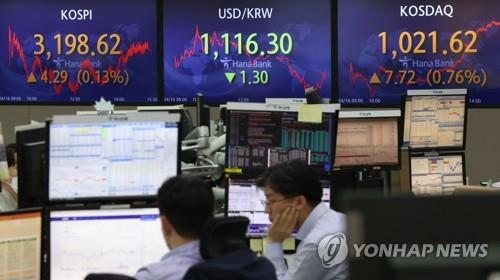 Electronic signboards at a Hana Bank dealing room in Seoul show the benchmark Korea Composite Stock Price Index (KOSPI) closed at 3,198.62 on April 16, 2021, up 4.29 points or 0.13 percent from the previous session's close. (Yonhap)