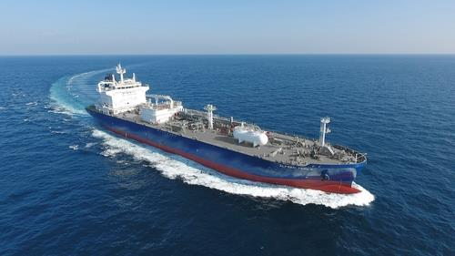 A liquefied petroleum gas (LPG) carrier built by Hyundai Mipo Dock Yard Co. sails on a sea trial, in this photo provided by Korea Shipbuilding & Offshore Engineering Co. on Oct. 16, 2020. (PHOTO NOT FOR SALE) (Yonhap)