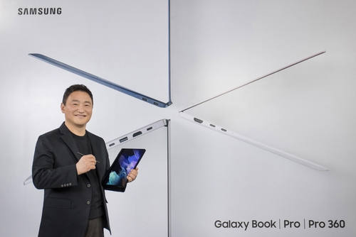 This photo provided by Samsung Electronics Co. on April 28, 2021, shows Roh Tae-moon, head of Samsung's mobile business, introducing new Galaxy Book Pro laptops at the Galaxy Unpacked event. (PHOTO NOT FOR SALE) (Yonhap)