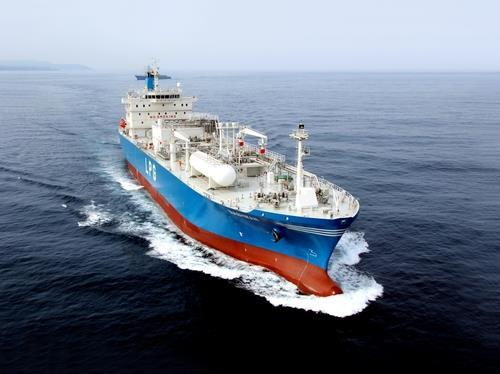 This photo, provided by Korea Shipbuilding & Offshore Engineering Co. on April 29, 2021, shows a very large gas carrier. (PHOTO NOT FOR SALE) (Yonhap)