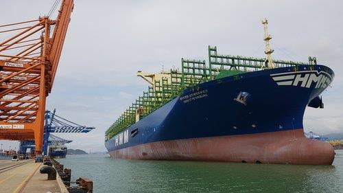 This photo provided by HMM on Sept. 13, 2020, shows an HMM container carrier. (PHOTO NOT FOR SALE) (Yonhap)