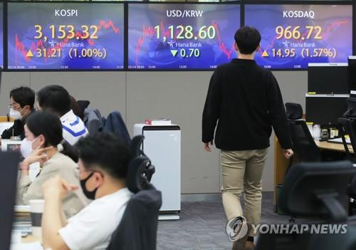 Electronic signboards at a Hana Bank dealing room in Seoul show the benchmark Korea Composite Stock Price Index (KOSPI) closed at 3,153.32 on May 14, 2021, up 31.21 points, or 1 percent, from the previous session's close. (Yonhap)