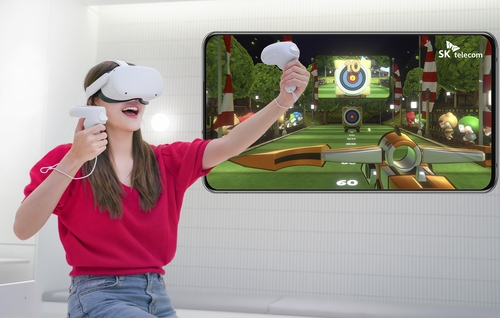 """A model plays SK Telecom Co.'s """"Crazy World VR"""" on an Oculus Quest device, in this photo provided by the mobile carrier on June 8, 2021. (PHOTO NOT FOR SALE) (Yonhap)"""