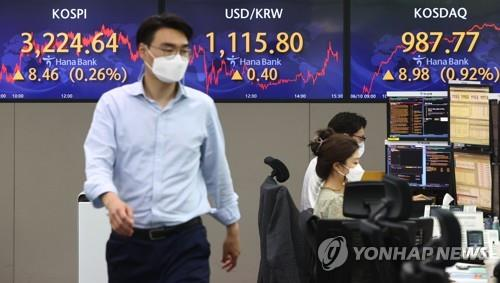 Electronic signboards at a Hana Bank dealing room in Seoul show the benchmark Korea Composite Stock Price Index (KOSPI) closed at 3,224.64 on June 10, 2021, up 8.46 points or 0.26 percent from the previous session's close. (Yonhap)