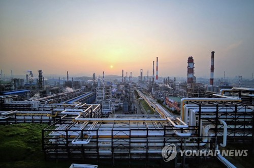 SK Innovation Co.'s petrochemical complex in Ulsan, 414 kilometers southeast of Seoul, is seen in this photo provided by the company on April 16, 2021. (PHOTO NOT FOR SALE) (Yonhap)