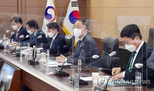 This photo, provided by the Ministry of Economy and Finance on May 10, 2021, shows Finance Minister Hong Nam-ki (C), presiding over an expanded meeting with senior ministry officials. (PHOTO NOT FOR SALE) (Yonhap)